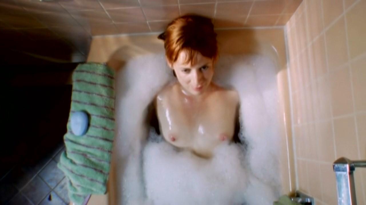 Existes (2010) – Manon Banta Nude Scene Video